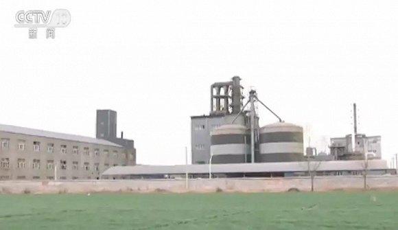 河北化工厂污水利用渗坑排放造成水污染,村民种植不敢吃